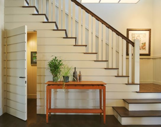 <b>Parce que les escaliers prennent <i>beaucoup</i> de place.</b>
