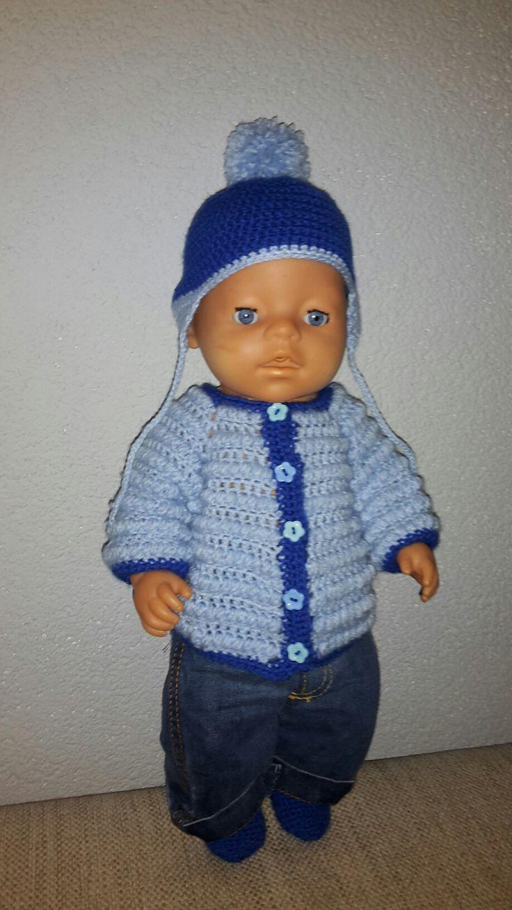 """Baby Born kleding setje: vestje, sokjes, mutsje en genaaid broekje (gemaakt door schoonmoeder). Voor patronen kijk op mijn bord """"baby born kleding haken"""""""
