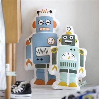 Mr. Small robot fra Ferm Living kommer til å bli favorittputen til barna dine! Proppfull av energi vil han være med på alle eventyr. Utmerket å kombinere med andre fine innredningsdetaljer for barnerommet fra Ferm Living.