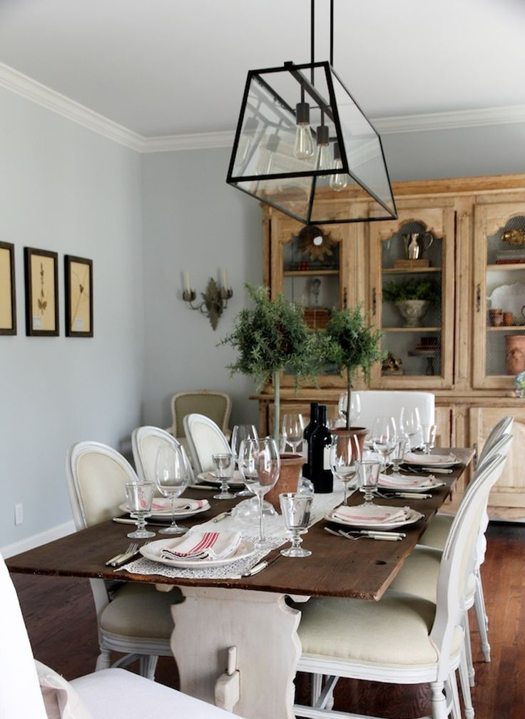 Farmhouse Style Dining Table And Chairs With White Armless Design