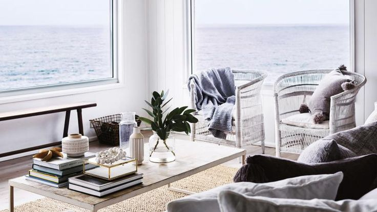 Style tips on making the most of a coastal location. Photography by Anson Smart. Styling by Emmaly Stewart. Recipes and food styling by Kirsten Jenkins. From the October 2017 issue of Inside Out Magazine. Available from newsagents, Zinio, https://au.zinio.com/magazine/Inside-Out-/pr-500646627/cat-cat1680012#/  and Nook.