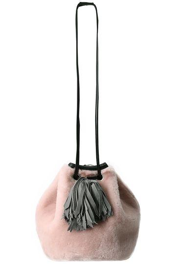 ここ数年よく見かけるバケツ型バッグ:bucket bag 日本では巾着バッグで通るこういう、バケツ型のバッグの…
