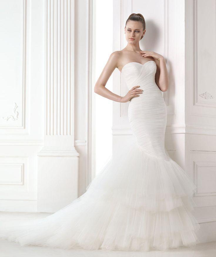 MELINE. Draped tulle mermaid wedding dress dress. Strapless neckline and skirt with tulle frills.