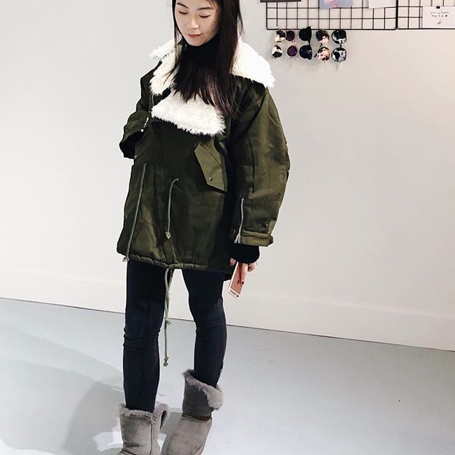 The puffier the better! This Oversized Parka literally covers everything!! .  .  .  .  .  .  #unicorniostudio #fashionboutique #fashioninspo #womensfashion #ootd #ootdfashion #lookbook #winteroutfit #winterlook #winteressentials #puffy #parka #shopsmall #shoplocal #yyt