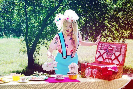 """Basia Kurdej - Szatan for MissSpark. Session """"Alice in Wonderland"""". Fashion/Styling: Agnieszka Iskierka. Photo: Aleksandra Dargiewicz. Decorations: Monika Perzyna. Make up/Hair: Marta Siedlecka."""