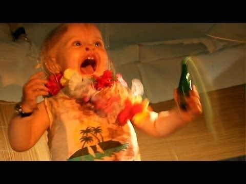 ラスパルマスのバーで暴れる赤ちゃん (+playlist)