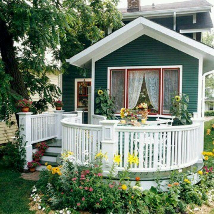 Curved railings really set this porch apart from the crowd. @JoeTHH www.tinyhousehacks.com