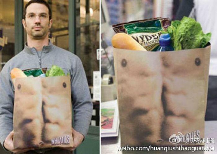 Бумажный пакет с изображением мужского торса от агентства Saatchi & Saatchi New York.