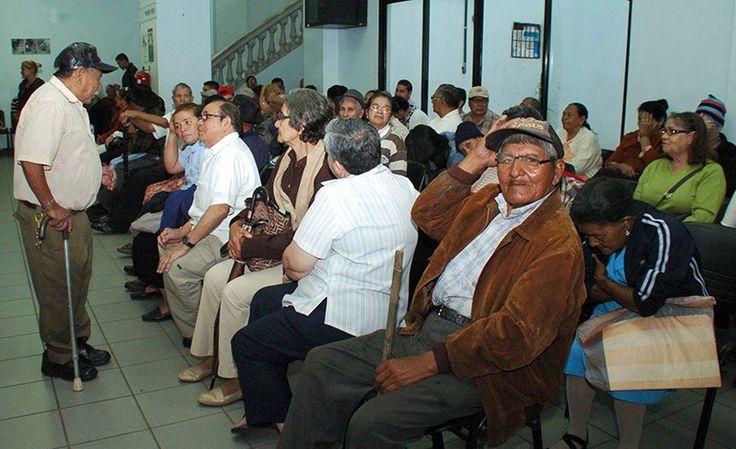 IHSS comienza a pagarles hoy a pensionados. A partir de hoy el Instituto Hondureño de Seguridad Social (IHSS) comenzará el pago a los jubilados y pensionados por medio de las agencias del Banco de Occidente a nivel nacional, después que el beneficio se suspendiera por la liquidación forzosa del Banco Continental.