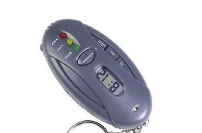 £11 for a 3-in-1 LCD breathalyzer keyring - delivery included