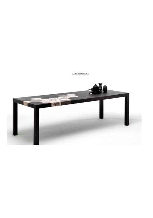 Tavolo design Mogg Cementino è un tavolo in massello di legno placcato in olmo con inserti di cementine. Disponibile in finitura naturale e tinto nero. L'abbinamento delle cementine è fisso, è necessario scegliere le cementine decorate o tinta unita. Disponibile in diverse misure