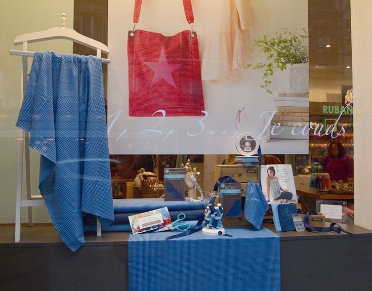Vitrine couture Frou-Frou tendance Vichy Bleu Blanc Rouge