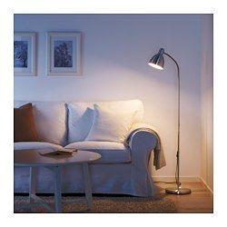 Emet une lumière dirigée, idéale pour la lecture. Le bras de la lampe est réglable et vous pouvez facilement orienter la lumière dans la direction souhaitée.