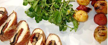 Poulet enveloppé dans le prosciutto