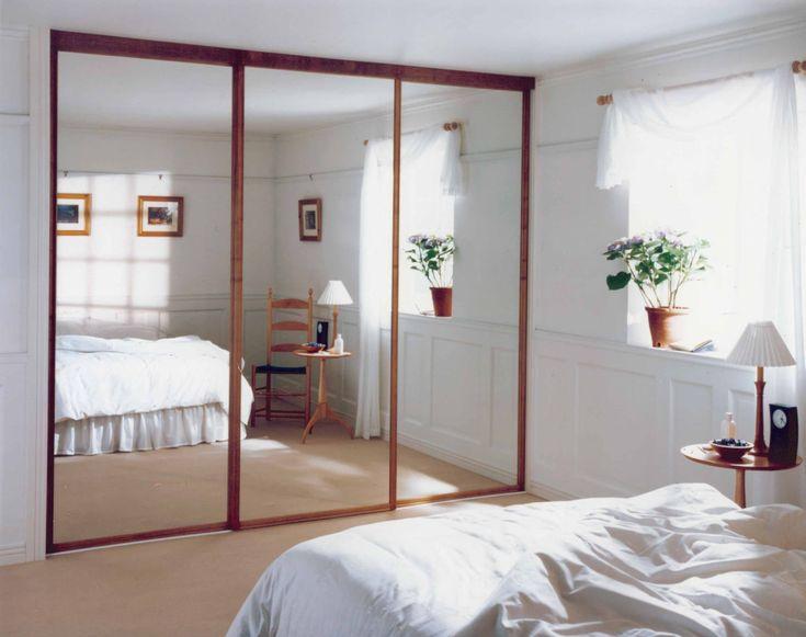 Dulap placat cu oglinzi, pentru dormitor