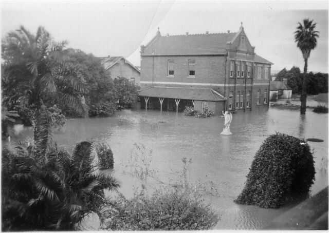 Maitland floods of 1949.A♥W