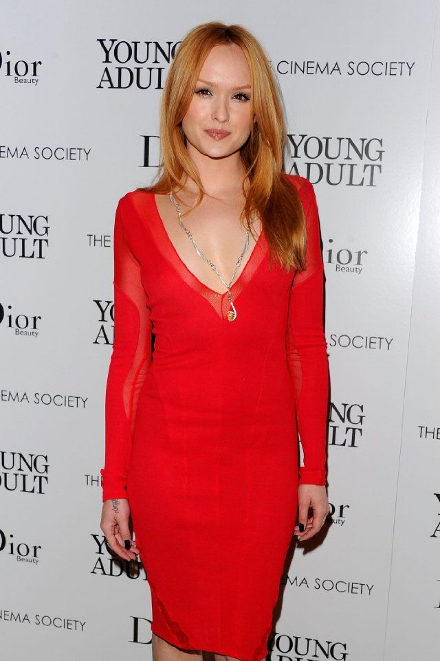 Kaylee DeFer at event of Young Adult