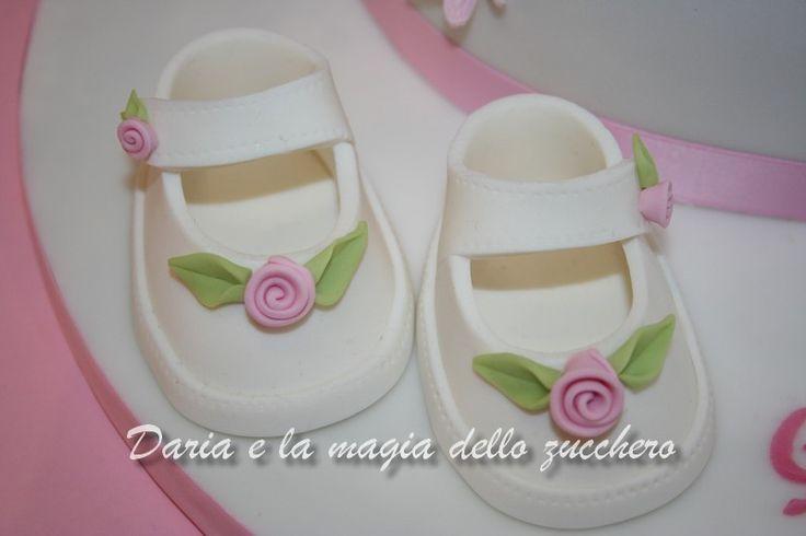 #Scarpette baby di zucchero #Baby shoes #Fondant baby shoes #Shoes fondant #Fondant baby shoes girl#Torta battesimo #Baptism cake