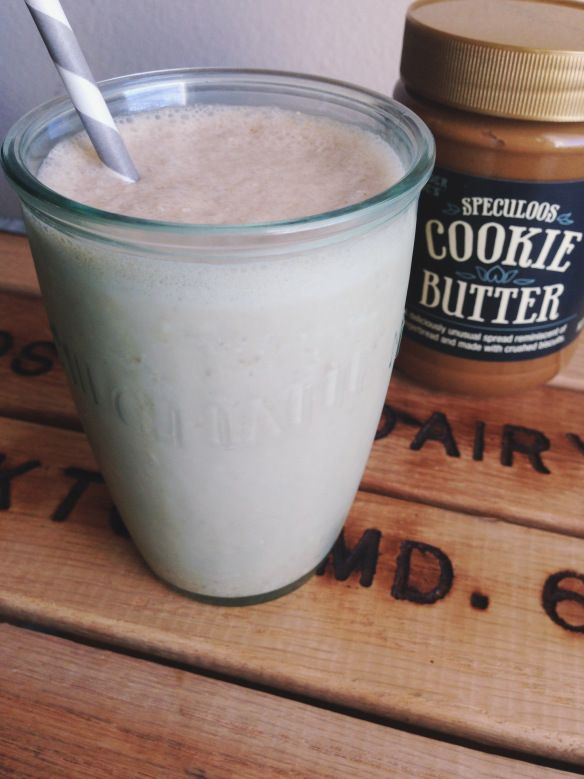 Trader Joe's Cookie Butter Smoothie Recipe - 1 cup Almond Milk, 2 tbs spoons cookie butter, 1/4 cup of oats, handful of ice