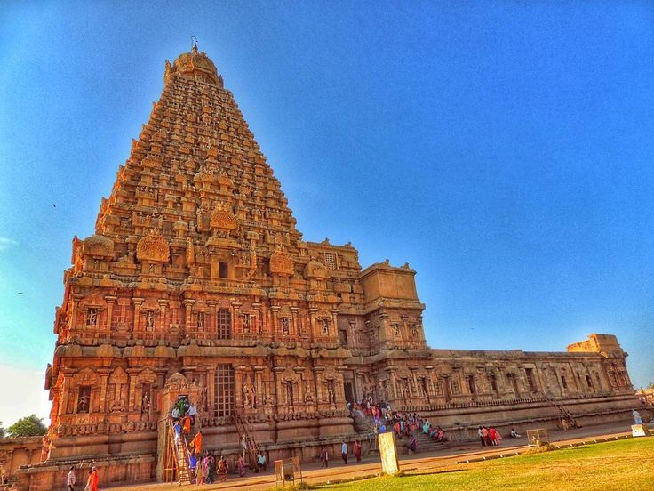 The structure is a proof of wealth artistic expertise and power of the Chola kingdom.  The proof of Dravidian Engineering Legacy  http://ift.tt/2qZZB3f  #travel #india #tamilnadu #endlesslove #temple #culture #architecture #building