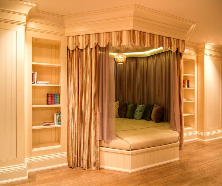 Whether she's sleeping for a night or 100 years, Aurora would definitely feel comfortable in this canopy bed.