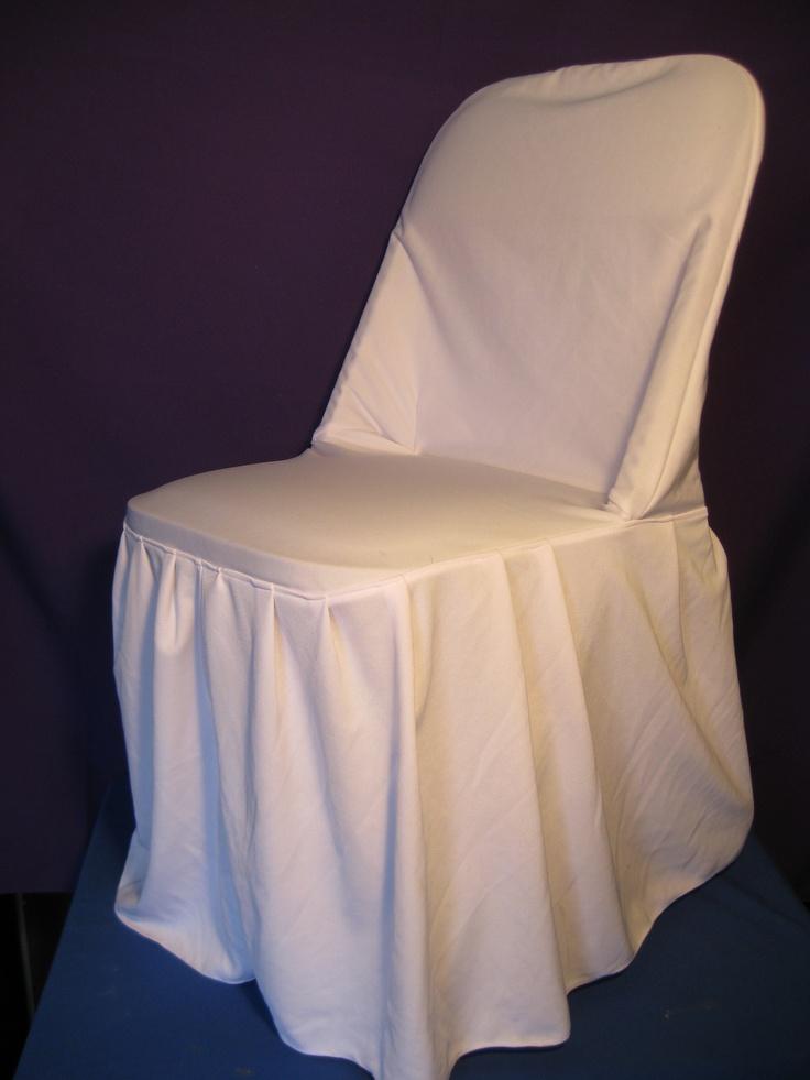 silla plegable con funda blanca