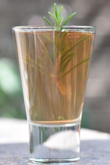 Thee van rozemarijn