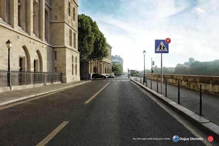 """道路標識は、絶対に""""未読""""にしてはいけないサインです。トルコのイスタンブールで、自動車販売代理店のDogus Otomotivが実施したプリント広告。 クルマを扱う企業として、道路の安全をメッセージすべく制作したビジュアルがこちらです。 一見なんの変哲もない、海外の道路。しかし一点だけ変な所があります。 そう、道路標識。まるでiPhoneのインターフェイスで使われている、未読メッセージや、アップデート通知のように、標識に赤い丸で「4」という数字が入っているのです。コピーを見ると次のようなメッセージが。 You miss signs while using your mobile. (携帯を使用していると、標識を見逃してしまいます。) スマホと交通標識を「アイコン」という記号を使うことで、シンプルにリンク。""""見逃す""""ことを、""""未読のサイン""""に置き換えました。 私たちが慣れ親しんでいるインターフェイスをうまく広告表現に適用したプリント広告"""