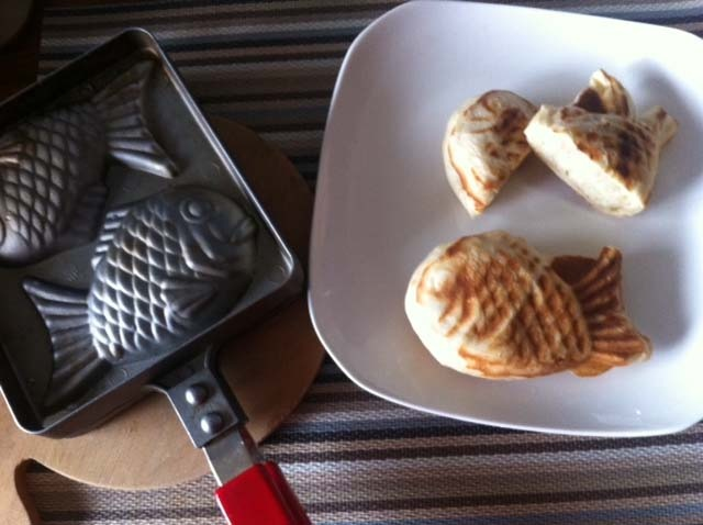 Japanese taiyaki style fish shaped bread just put small for Fish shaped bread