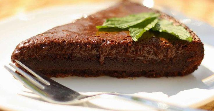Úžasný čokoládový dort úplně bez mouky. Potřebujete pouze 3 ingredience a můžete…