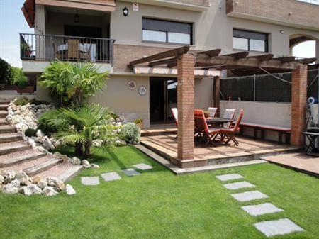 Escalera en redondo para jard n jardines y terrazas for Jardines modernos minimalistas