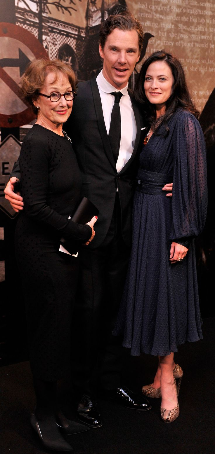 Benedict with Una Stubbs and Lara Pulver at the Specsavers Crime Thriller Awards, 2012.