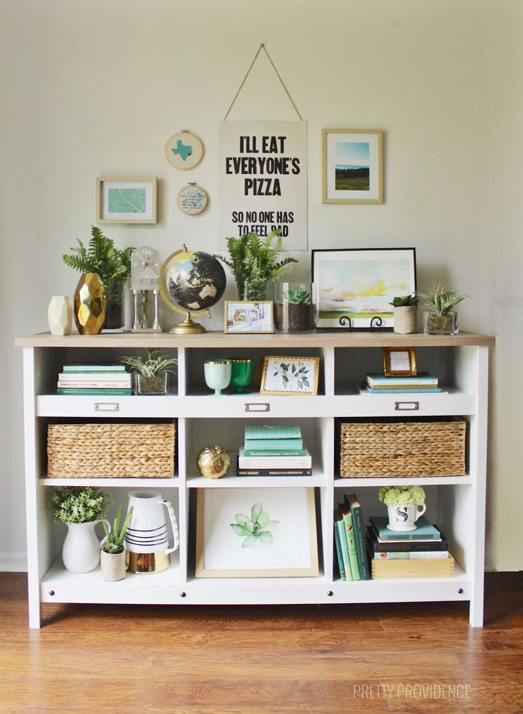 Tips and tricks to style shelves on a budget! Find pretty books and objects without spending a lot of money to make your affordable furniture look great.