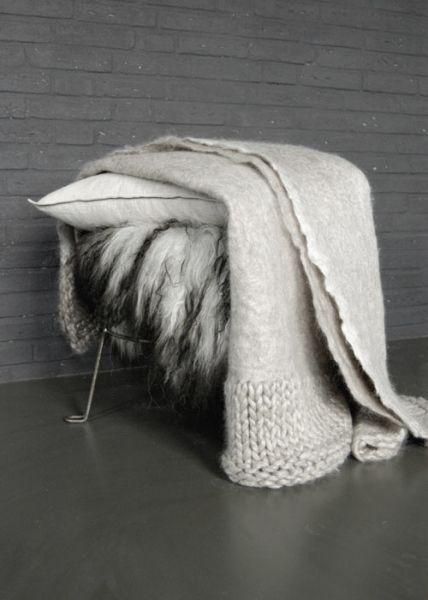 Viltkleed van Wensleydale wol met gebreide rand