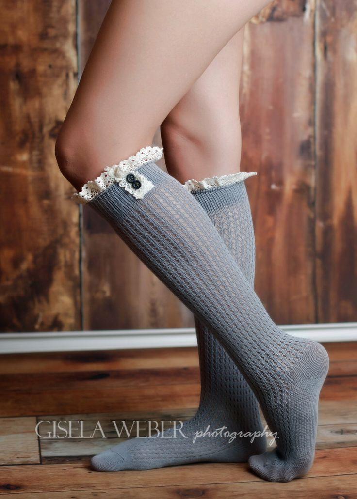 Grigio neri calze, scaldamuscoli, avorio stivale calza, calzini calze di pizzo avorio, grigio Boot, calzini avorio, bianco calze lunghe al ginocchio calze, grigio alti al ginocchio di SnassyCrafter su Etsy https://www.etsy.com/it/listing/215985403/grigio-neri-calze-scaldamuscoli-avorio