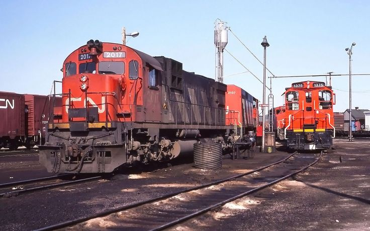 a couple of oddities rest among the normal sea of comfort cab GP40's at Capreol on May 12, 1987. I think the HR616 was the only one I ever seen at Capreol.