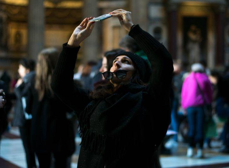 """""""Ballerina"""", Roma (Pantheon), 1° riscatto urbano di Lorenzo Magnati. Saranno conteggiati i """"mi piace"""" al seguente post: https://www.facebook.com/photo.php?fbid=1769383716408008&set=p.1769383716408008&type=3&theater"""