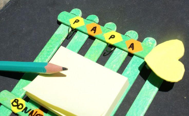 pense bête en bâtonnets en bois pour la fête des pères, activité manuelle