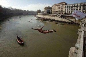 Tuffo nel Tevere: tradizione di Capodanno a Roma