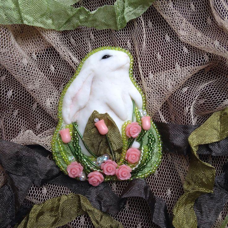 """Купить Брошь """"Утро"""" - зайка, зайчик, кролик, розы, лето, оригинальное украшение, необычная брошь"""