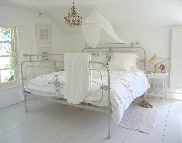 Best 25+ Painted Iron Beds Ideas On Pinterest