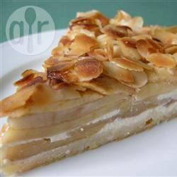 Torta alemã de maçã @ allrecipes.com.br - Camadas de cream cheese, amêndoas e a maçã, deixam essa torta irresistível.
