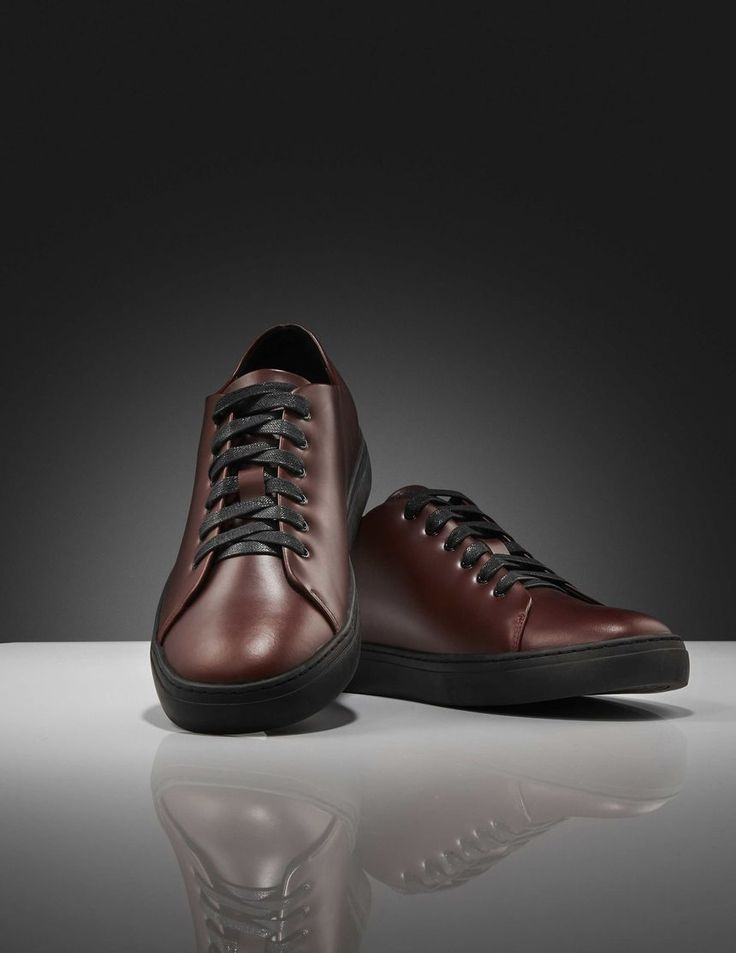 Yngve sneakers-Men's casual sneaker shoe in pull up calf leather. Full leather interior. Waxed rounded cotton laces. Rubber outsole.