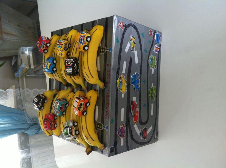 Traktatie JayJenoah 4 jaar! Bananenrace!!