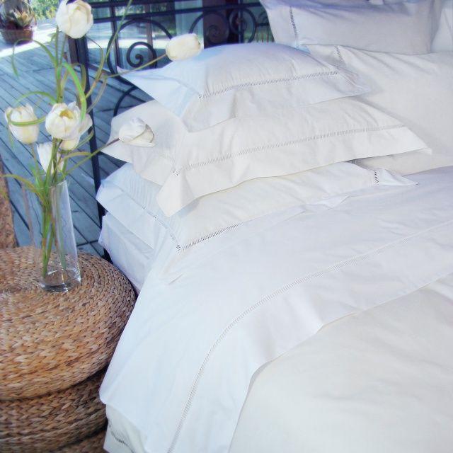 Świeża biel pięknej perkalowej pościeli VENICE marki BOVI odmieni klimat w sypialni na wiosnę. Do kupienia w sklepie http://www.maventara.pl/kategoria/ekskluzywna-posciel/venice
