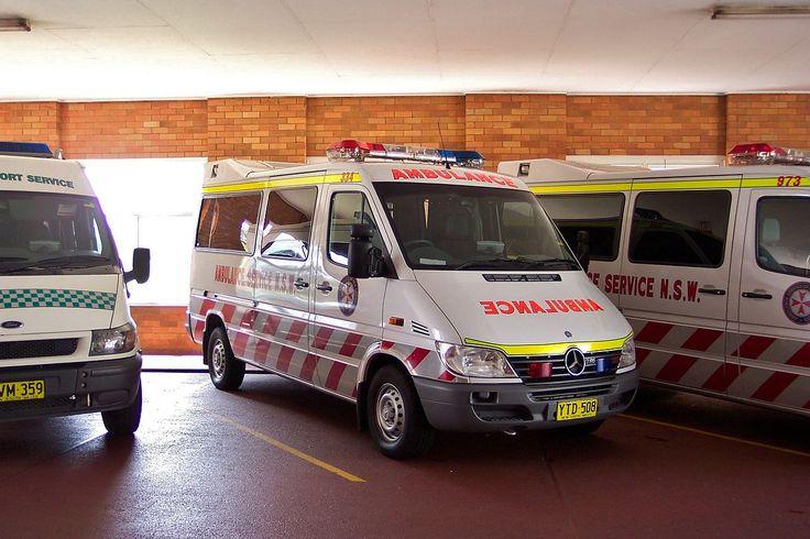 2003 Mercedes Benz Sprinter 316 CDi ambulance (5350169057).jpg
