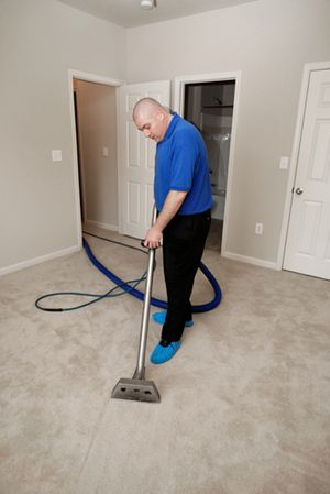If you're looking to rent a commercial carpet cleaning machine to clean your carpets, cut costs by making your own homemade cleaning solution that is better than the commercial carpet cleaning solutions.