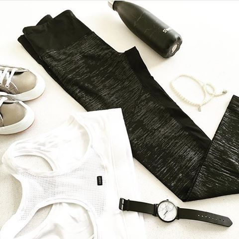 Monday mornings 🙌🏻 style #inspo @moveathletica