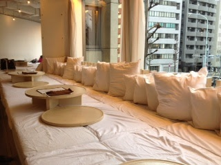 """Babies can lie on cushions with mum & dad. Perfect for lunch! """"chano-ma"""" cafe/restaurant, Daikanyama"""