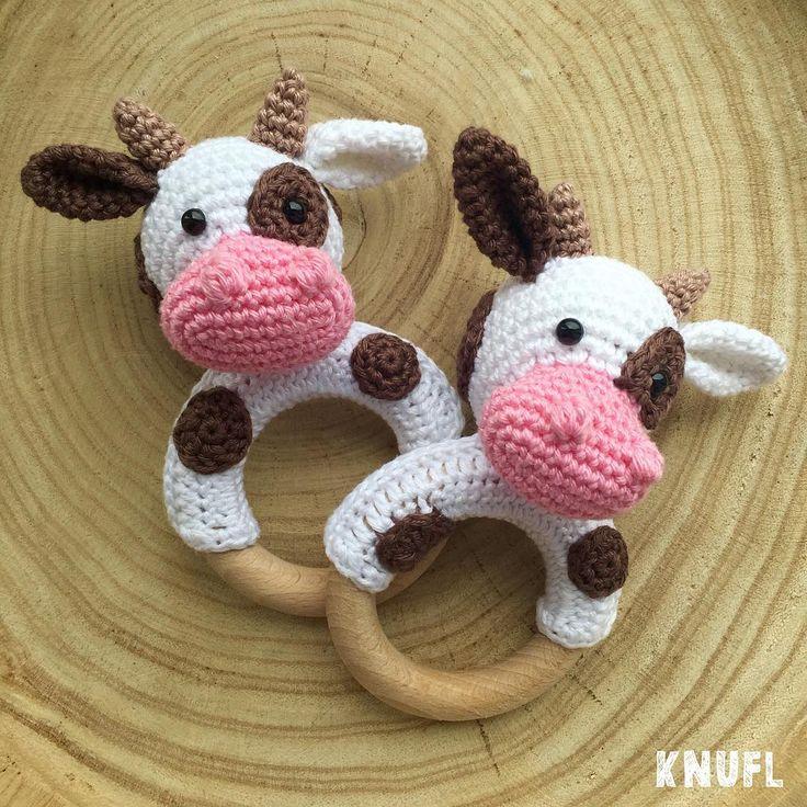 gehaakte koe rammelaar, leuk als kraamcadeau! - patroon van KNUFL  crocheted cow rattle - pattern by KNUFL